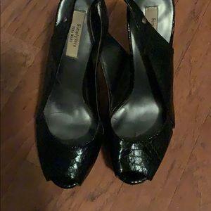 Vera Wang  size 7 snake print peep toe stiletto